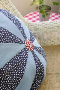 Patriotic Dresden Plate Pillow | Chambray Blues | www.chambrayblues.com
