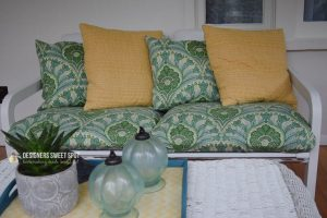 Simple Pillow Tutorial for the Beginner Sewer   Chambray Blues   www.chambrayblues.com